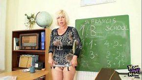 Masturbari la lindic cu profesoara de liceu excitate