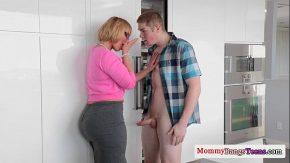 Mama vitrega il invata sa isi futa corect iubita