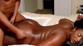 زوجان من السود يمارسون الجنس كثيرًا كل يوم