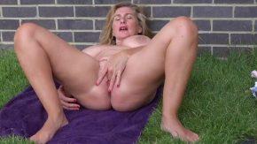 Filmexxx cu babe care se masturbeaza