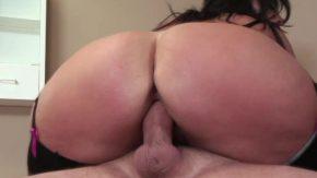 Femeia milf care are curul mare vrea sex oral si vaginal