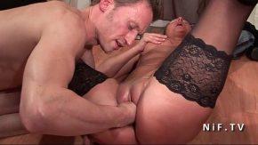 Doi barbati fac sex cu aceeasi tarfa