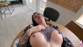 Femei cu tatuaje care fac sex oral adanc