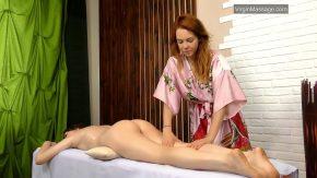 Masaj erotic de la doua femei frumoase