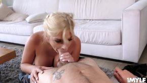Femei cu buze mari care saruta pula cel mai frumos