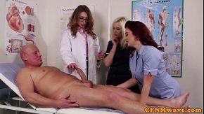 Trei studente fac practica sexuala pe acest ciocan mare